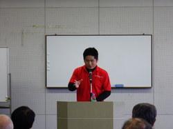 熱く語る新井氏.JPG