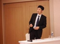 講演する池田先生.JPG
